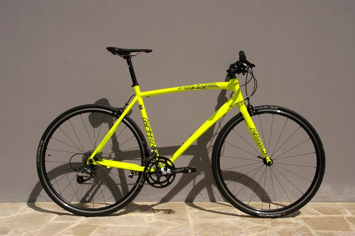 velo de course jaune fluo
